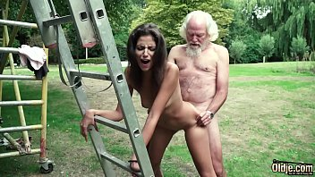 Old man plays a sex game with young girl they h...