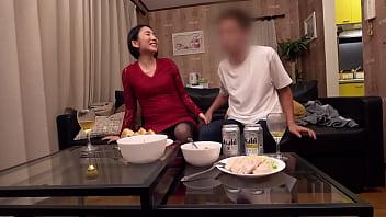 https://bit.ly/3x8oKcT セックスレスな人妻と禁断の自宅密会イチャラブハメ撮り 背徳感マックスのガチSEX 台所や寝室でハメ倒して最後はノーガード受精で大量中出し