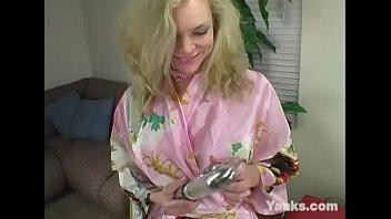 Blonde MILF Annika Toys Her Quim
