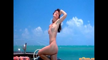 Gretchen Mol - The Notorious Bettie Page (photoshoot on water)