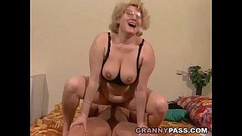 Muscular Young Guy Fucks A Fat Granny 8 min