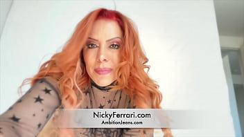 Nicky Ferrari Me gusta masturbarme para la camara