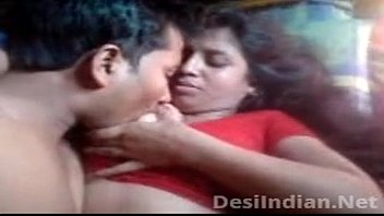 Desi Aunty Boobs Pressed Nipple Sucked 8分钟