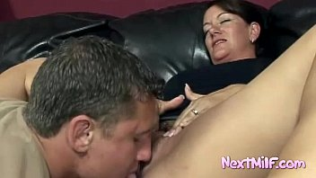 Naughty housewife enjoys hung guy Vorschaubild