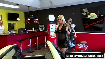 RealityKings - Milf Hunter - Aged To Perfection