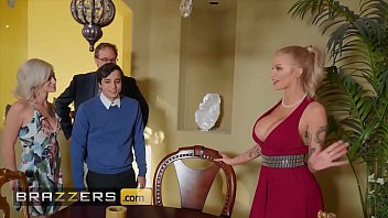 Busty blonde (Joslyn James) joins hot threesome with (Kiara Cole) - Brazzers porno izle