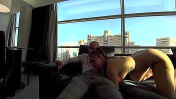pamela y jesus visitan un hotel y prueban las instalaciones y vistas del hotel haciendo lo que mejor saben hacer follar y terminar con una corrida en la boca de la turista