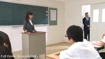 Bdsm colars - Az új iskolai lányok az első napon megcsókolják az osztálytársakat