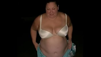 Bbw Strips Outside And Pees In The Grass