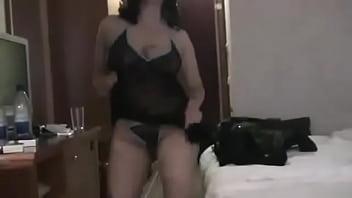مصرية قحبة مع سائح عربي زبون في فندق بالقاهرة.flv - YouTube صورة