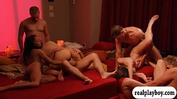 Horny swingers nasty game and groupsex 5分钟