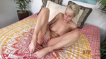 Wex sexy empire - Amateur milf with huge natural tits fucks herself