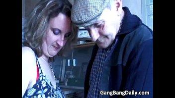 Divorced mom calls group of strangers