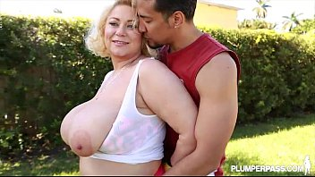 Queen BBW Samantha 38G Knocks Out Boxing Teacher With Tits thumbnail