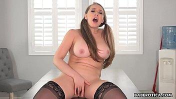 Solo blonde, Kagney Linn Karter is rubbing pussy, in 4K porno izle