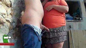 En el monte con la mujer gorda rara teniendo sexo GUI0051