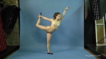 Mila Gimnasterka hairy tight babe doing gymnastics