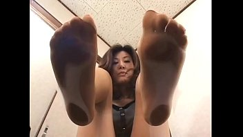 4 asian girls with sweaty feet under glass