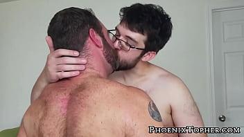 "Hairy gay cocksucker barebacked by hardcore bear <span class=""duration"">8 min</span>"