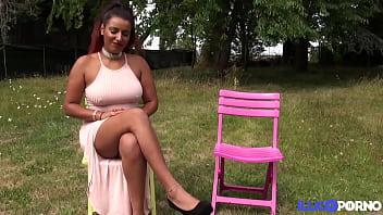 Mélissa et Tiffany, deux belles salopes, s'offrent une bonne bite de black thumbnail
