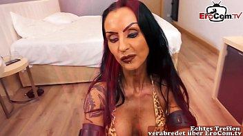 Stark geschminkte deutsche make up gothic milf nutte macht hausbesuch thumbnail