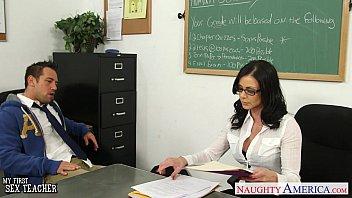Brunette teacher Kendra Lust gets facialized 8 min