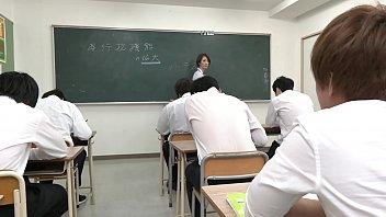 声が出せない絶頂授業で10倍濡れる人妻教師 岡村麻友子 thumbnail
