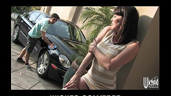Lonely divorced MILF gets rammed in the ass by a y. man 5分钟