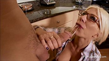 Streaming Video Puma Gets Cum on Her Glasses from Maintenance Man! - XLXX.video