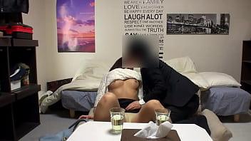 【個撮】【32歳 Dカップ 有名百貨店美容部員妻 に中出し】女の性欲を飛躍的に増大させる催淫覚醒アルコールを出す出会い系居酒屋 SEX依存症は生中率100%【個人・隠し撮り】