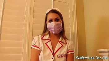 Nurse Kimber Lee Gives Handjob in her Purple Latex Gloves! 6分钟