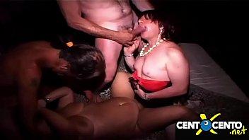 Orgia depravata nel prive! Mogli, travestiti e bisessuali!