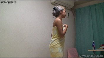Japanese Babe in the Shower 2 min