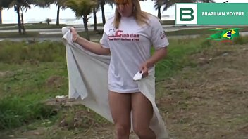 Hot healed crown gets naked on the beach is crazy. (Full video in Xvideos Red)