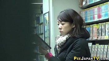 Fingering asian urinates 10分钟