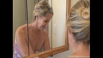 Gramma nude - Gorgeous granny has a shower