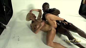 German - Mature Mom fucked by black toy boy Vorschaubild