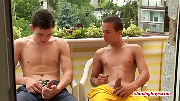 young twinks (18) shaving together