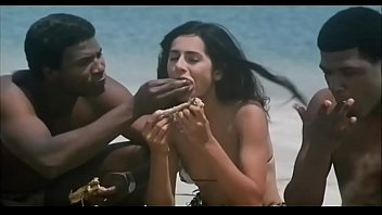 Indian Actress Kitu Gidwani Topless In French Movie Black 3分钟