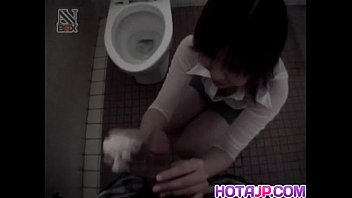 Shiori Kamiya sucks cock at toilet
