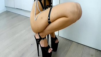 TEASING HOT SLUT IN HIGH HEELS LOVES MIRROR AND HER PIERCED NIPPLES / PUSSY