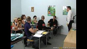 ห้องเรียนสวาทxxxอาจารย์ก็เงี่ยนลูกศิษย์หนุ่มก็เงี่ยนสวิงกิ้งกันเต็มๆสวิงกันคาห้องเรียน