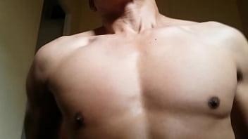 Pasivo musculoso montando mi verga