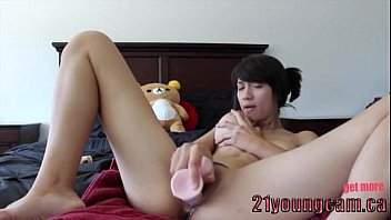 Girl with Huge Dildo - 21youngcam.ca
