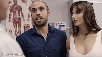 Crazy horny wife seduce doctor 6分钟