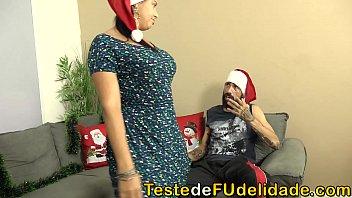 Padrasto Noel fez uma surpresa para sua enteada novinha na noite de Natal  (Paola Gurgel) Image