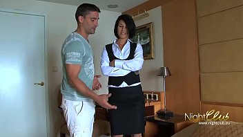 Tricking room maid into fucking me 15分钟