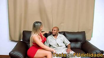 Atriz gostosa testa fidelidade do mecânico casado