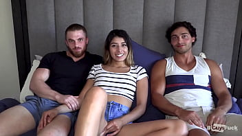 Sexy Bottom Boy Joe Tries Topping With Vanessa And Dustin