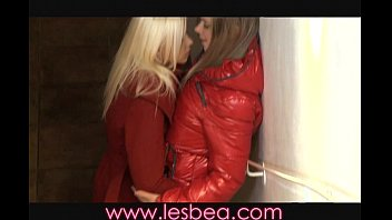 Hot sex coed Lesbea nightclub teens have hot sex